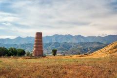 接近比什凯克,吉尔吉斯斯坦的Burana塔,采取在2018年8月 免版税库存照片