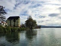 接近河的议院 库存照片