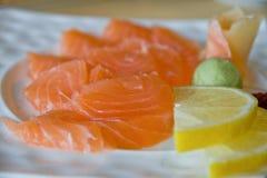 接近的三文鱼生鱼片 免版税库存照片