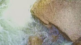 接近的上部看法山河水在冰砾中打旋 股票录像