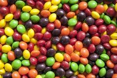 接近的五颜六色的糖果 免版税库存图片