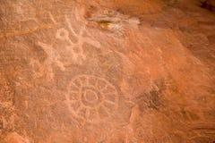 接近的刻在岩石上的文字 库存照片