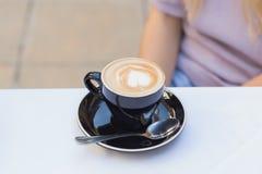 接近的咖啡杯 免版税库存照片