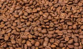 接近的咖啡水平的纹理 咖啡豆当背景墙纸 阿拉伯咖啡cofee豆 库存图片