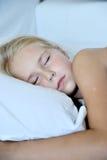接近的女孩休眠的一点 库存图片