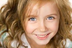 接近的女孩微笑少许的纵向  免版税库存图片