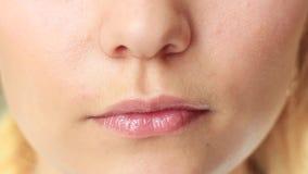 接近的女性嘴唇 股票录像