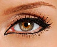 接近的妇女的眼睛错误鞭子 库存图片