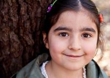 接近的微笑女孩愉快的小的纵向  免版税库存照片