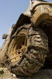 接近的泥泞的轮子 免版税图库摄影
