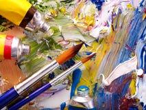 接近的混杂的油漆调色板 免版税库存图片