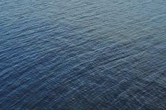 接近的湖河 库存图片