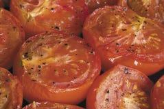 接近的烤箱烤了蕃茄  免版税库存照片
