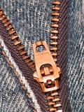 接近的牛仔裤上升拉链 免版税图库摄影