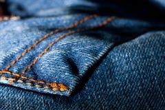 接近的牛仔裤装在口袋里  免版税库存照片