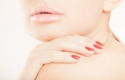 接近的现有量嘴唇上升妇女 免版税库存照片