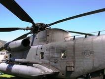 接近的直升机军人 库存图片