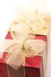 接近的礼品金子红色 图库摄影