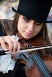 接近的纵向小提琴手 库存照片