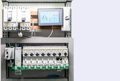 接近的细节电设备和控制电路在箱子工业的与拷贝空间 库存图片