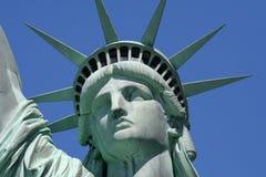 接近的自由雕象 免版税库存图片