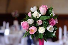 接近的花上升婚礼 图库摄影