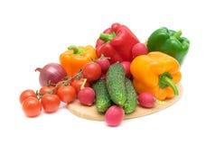 接近的董事会切开蔬菜 免版税库存照片