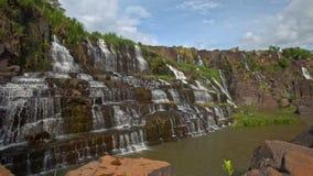 接近的行动从石头到瀑布小瀑布Panagarh 股票录像