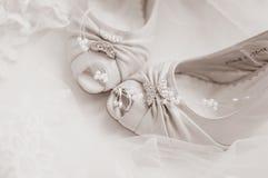 接近的鞋子上升婚礼 免版税库存照片