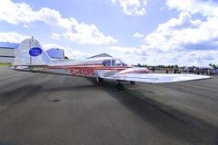 接近的飞机 图库摄影