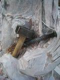 接近的s雕刻家雕塑用工具加工  库存图片