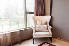 接近视窗的扶手椅子 库存图片