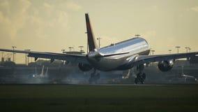 接近达美航空空中客车A330特写镜头  影视素材