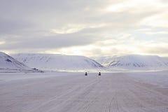 接近,在斯瓦尔巴特群岛的雪上电车 免版税图库摄影