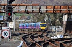 接近Carnforth的柴油多单元火车 库存图片