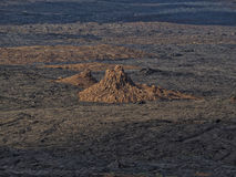 接近Erta强麦酒火山,埃塞俄比亚的火山的石峰 库存照片