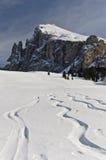接近Plattkofel的滑雪符号 图库摄影