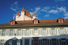 控制图恩地平线(瑞士)的图恩城堡 免版税图库摄影