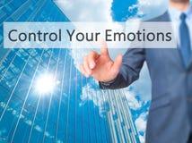 控制您的情感-商人手在virtua的接触按钮 免版税库存图片