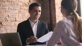 控制握手雇员满意对在报告的好工作结果 影视素材