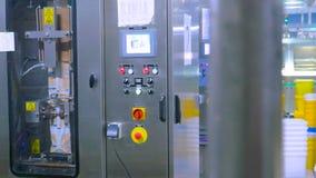 控制板内部看法在一家现代工厂的 没有人民 股票录像