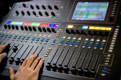 控制板的操作员在演播室 免版税库存图片