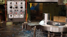 控制板高在工厂的精度加工的金属cnc机器  影视素材