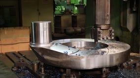 控制板高在工厂的精度加工的金属cnc机器  股票视频