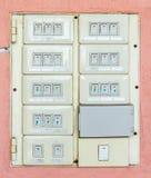 控制的老电灯开关在房子里 免版税库存照片