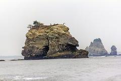 推出从海,日本的岩石 免版税图库摄影
