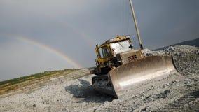 推土机在露天开采矿背景中  推土机站立不动在彩虹自然现象背景在天空的 影视素材