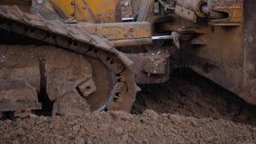 推土机Wworking,完成大量掘土的工作的轨道型的装载者推土机挖掘机机器 股票录像