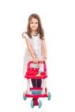 推挤台车摇篮车的小女孩 免版税图库摄影