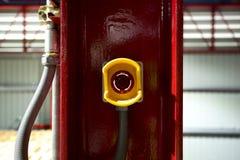 推挤开关的紧急刹车 中止一切在所有损伤事前发生在您的工厂机器或事务 并且防止ac 免版税图库摄影